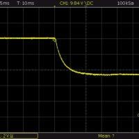 10V in Strombegrenzung (1A) gehend
