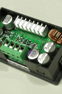 Rückseite Mini Labornetzteil DPS3003